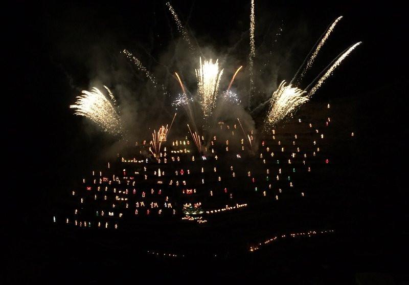 Presepe di Manarola con fuochi d'artificio, Cinque Terre