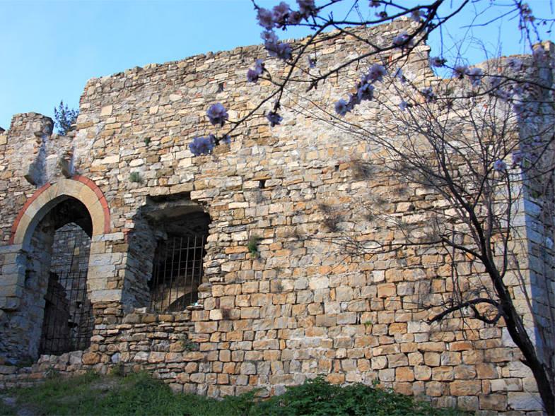 Esterno del castello di Andora