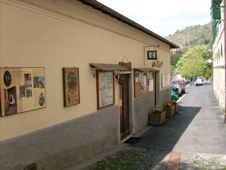 Entrata al museo della stregoneria di Triora