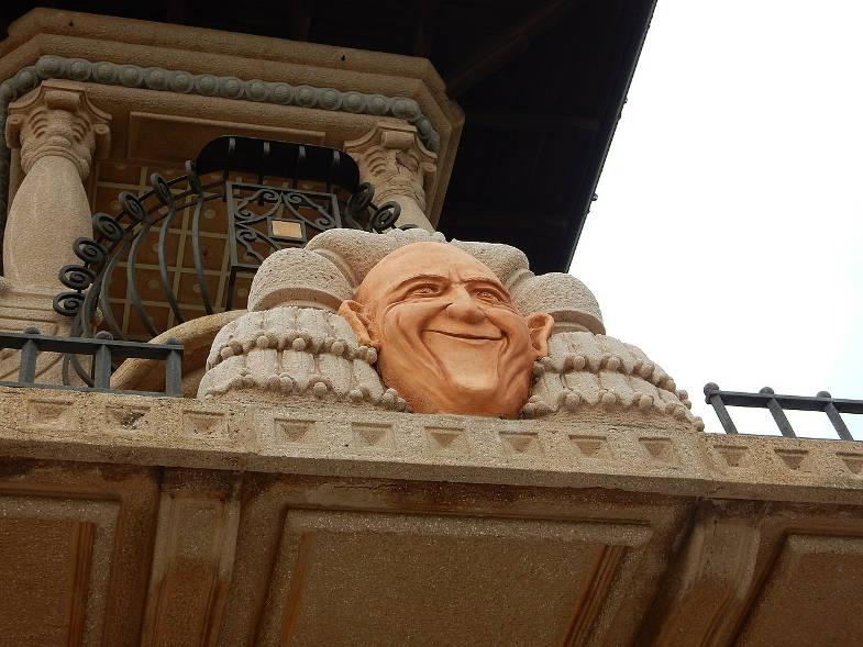 Dettaglio del viso di un clown a Villa Grock