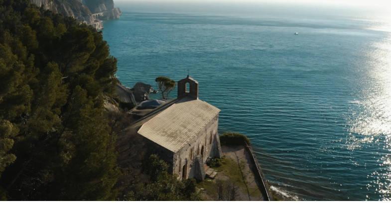La panoramica chiesa di S- Lorenzo - trekking a Varigotti