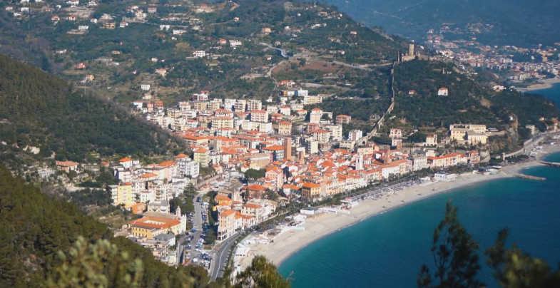 Panorama lungo il sentiero del Pellegrino e la Passeggiata Dantesca da Varigotti a Noli
