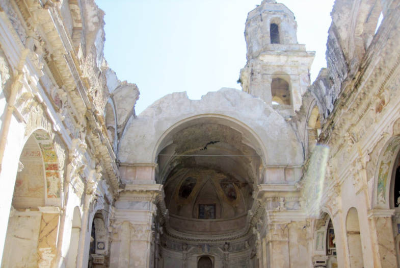 Il soffitto crollato della Chiesa di Bussana Vecchia