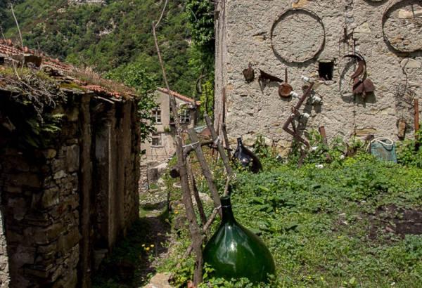 Canate di Marsiglia, borgo abbandonato della Liguria