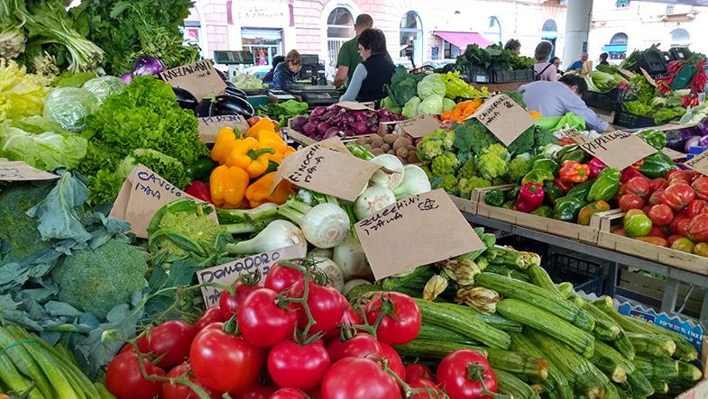 Bancarella di Frutta e Verdura, Mercato settimanale in Liguria