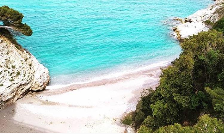 baia con spiaggia bianca